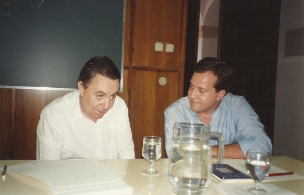 Con Claudio Rodríguez. Universidad de Alcalá, 1992